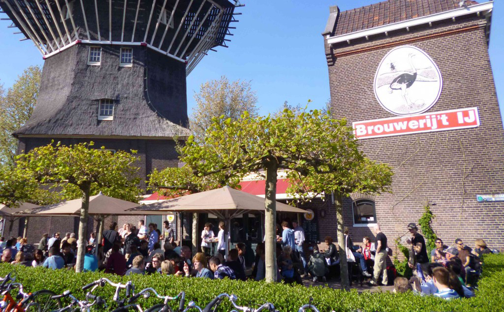 Bruin cafés y cervecerías artesanales de Ámsterdam