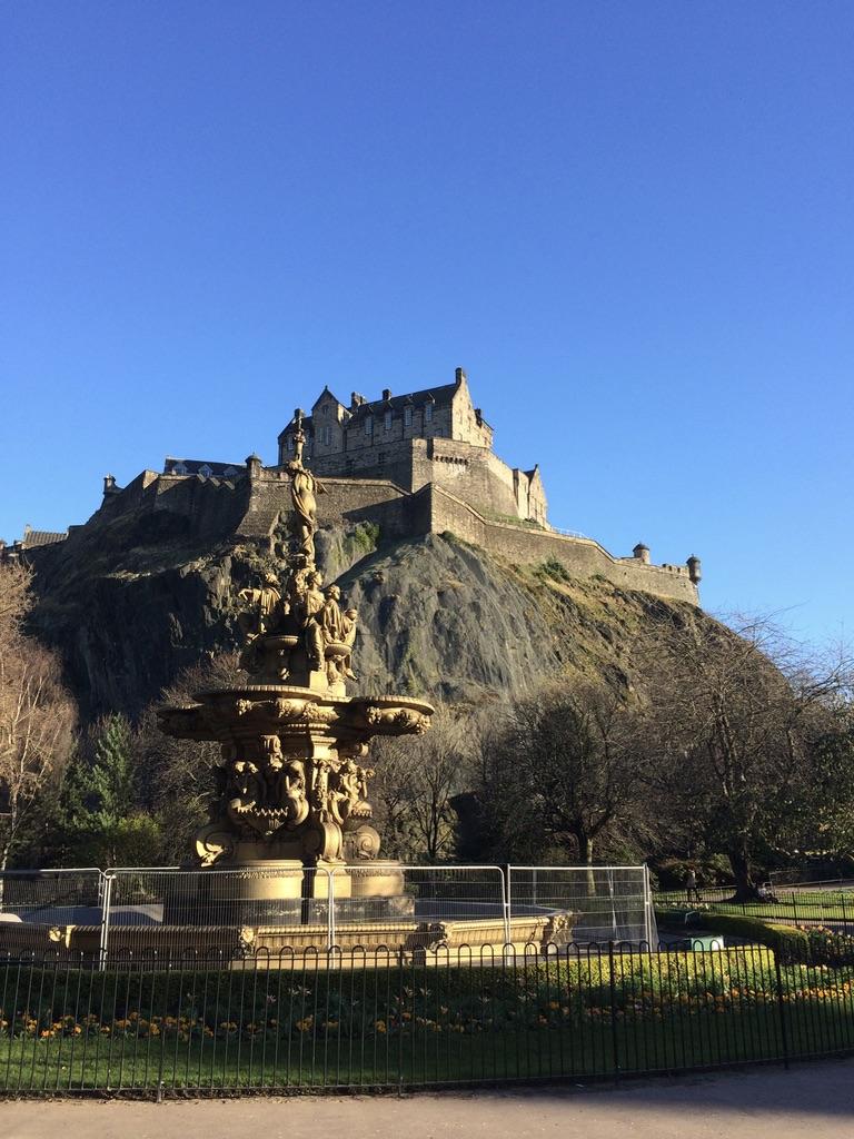 El castillo de Edimburgo, un imprescindible que visitar en la ciudad.