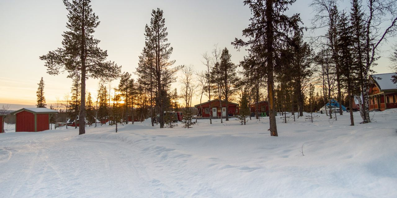 Alojamiento astronómico en Kiruna, ver las auroras desde una cabaña.