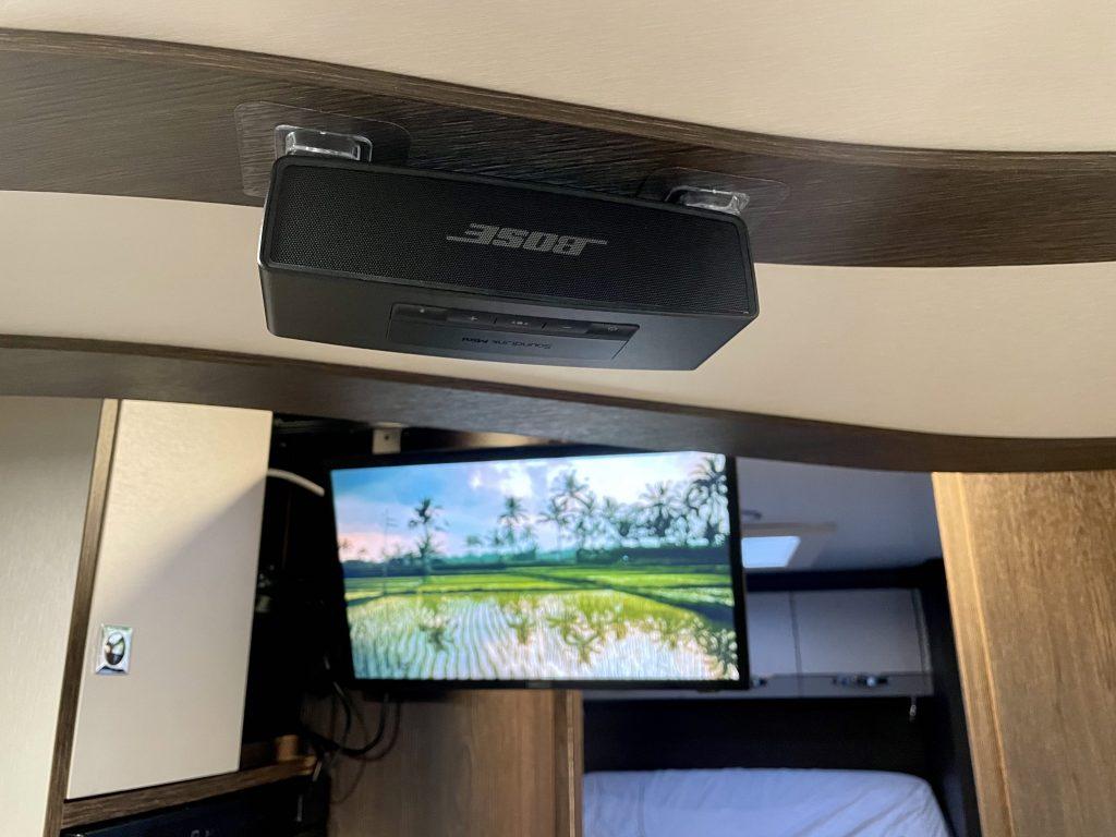 Utiliza un altavoz de calidad para mejorar el sonido de la televisión en la autocaravana
