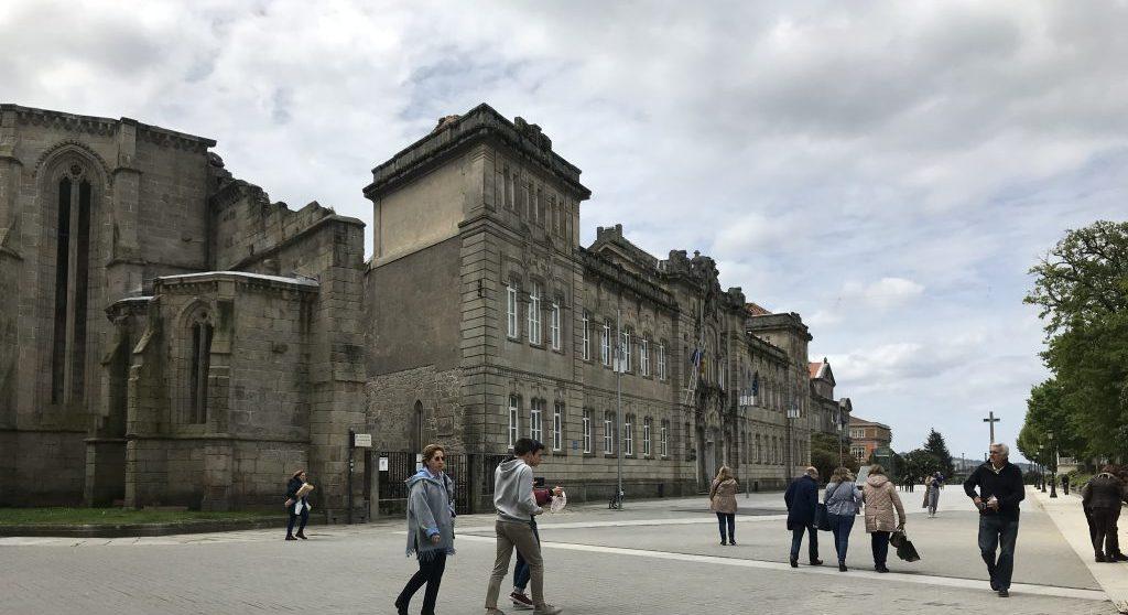 Pontevedra, parada histórica en la costa de Galicia.